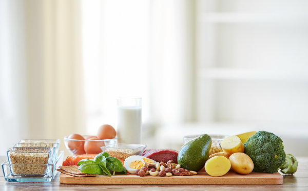 besoins nutritionnels pour l'homme le long de la journée