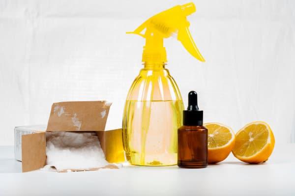 ménage écologique aux huiles essentielles