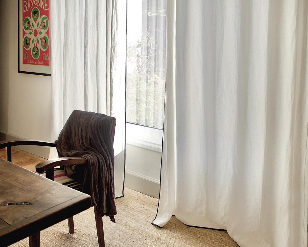 Vorhang mit schwarzem Rand - Couleur Chanvre