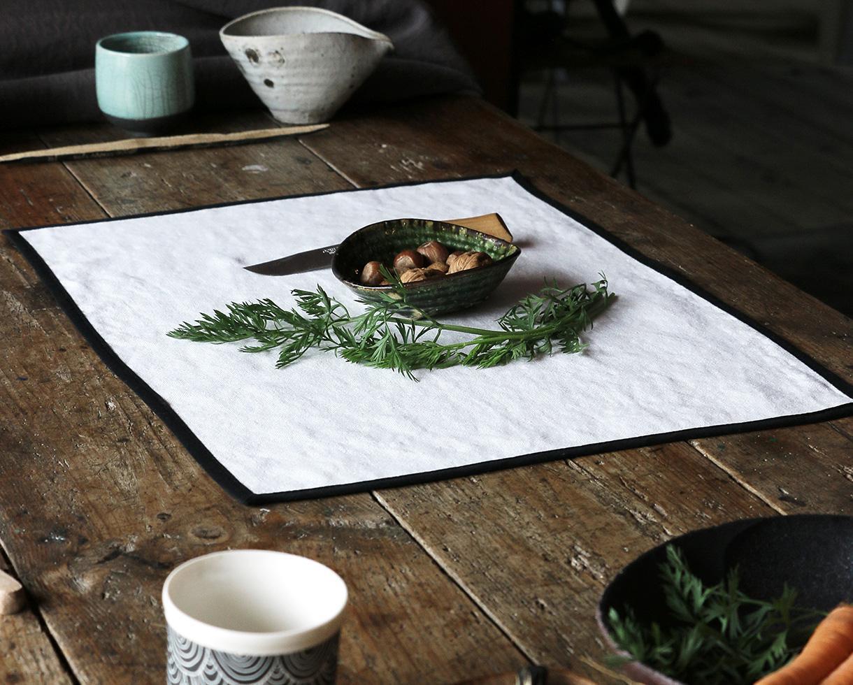 linen placemat with black bias White Limestone - Couleur Chanvre